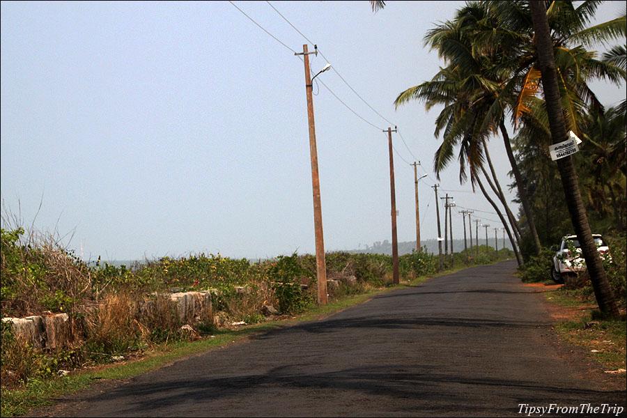 Road beside Payyambalam Beach