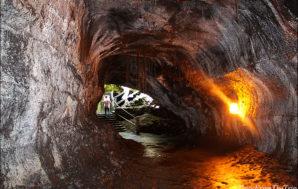 A walk through Thurston lava tube